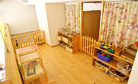 Kindergarten Tausendfüssler, Spielempore Bild 1